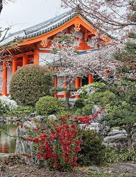 Gardens and corridor at Sanjusangendo