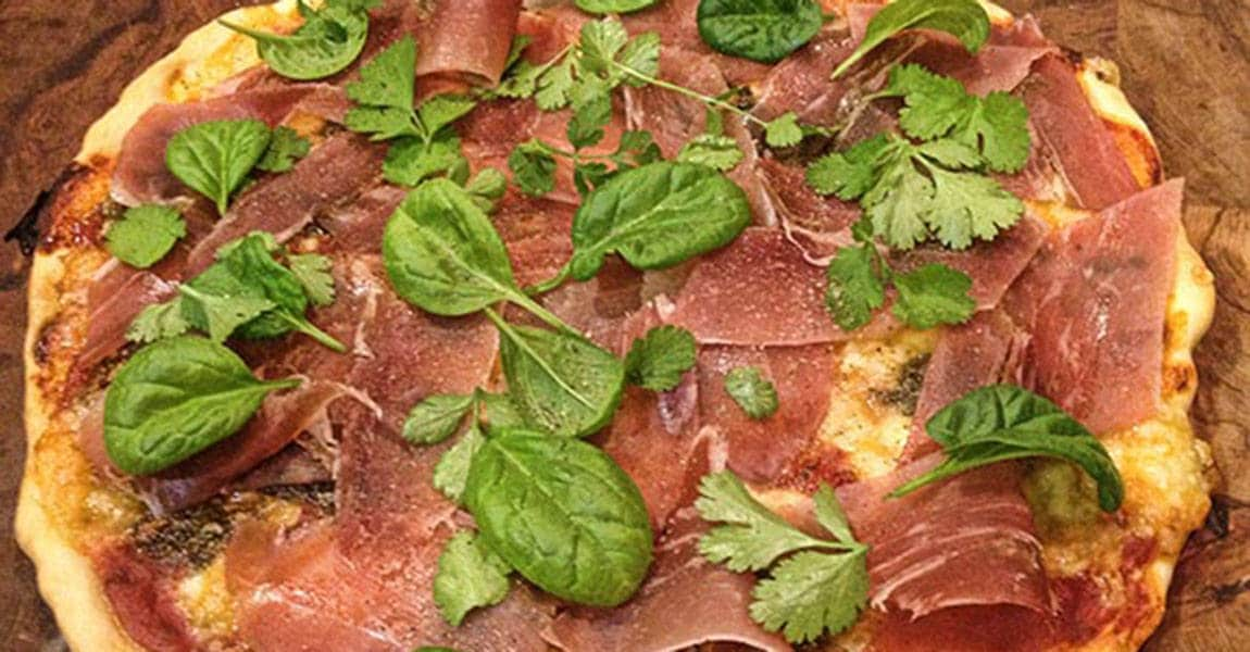 Crispy prosciutto pizza