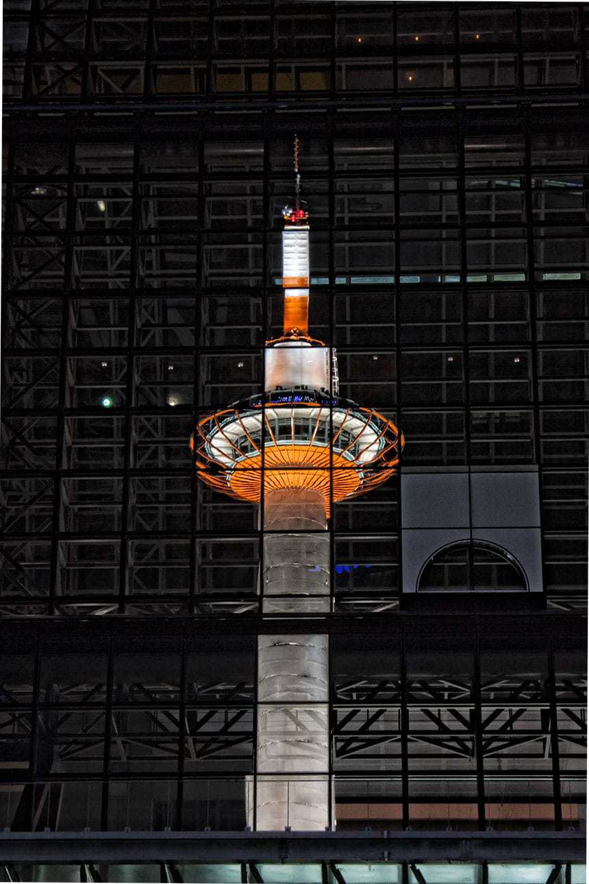 kyoto-tower-reflection
