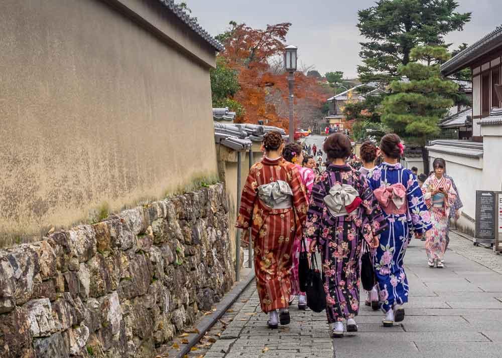Walking in the Higashiyama area of Kyoto