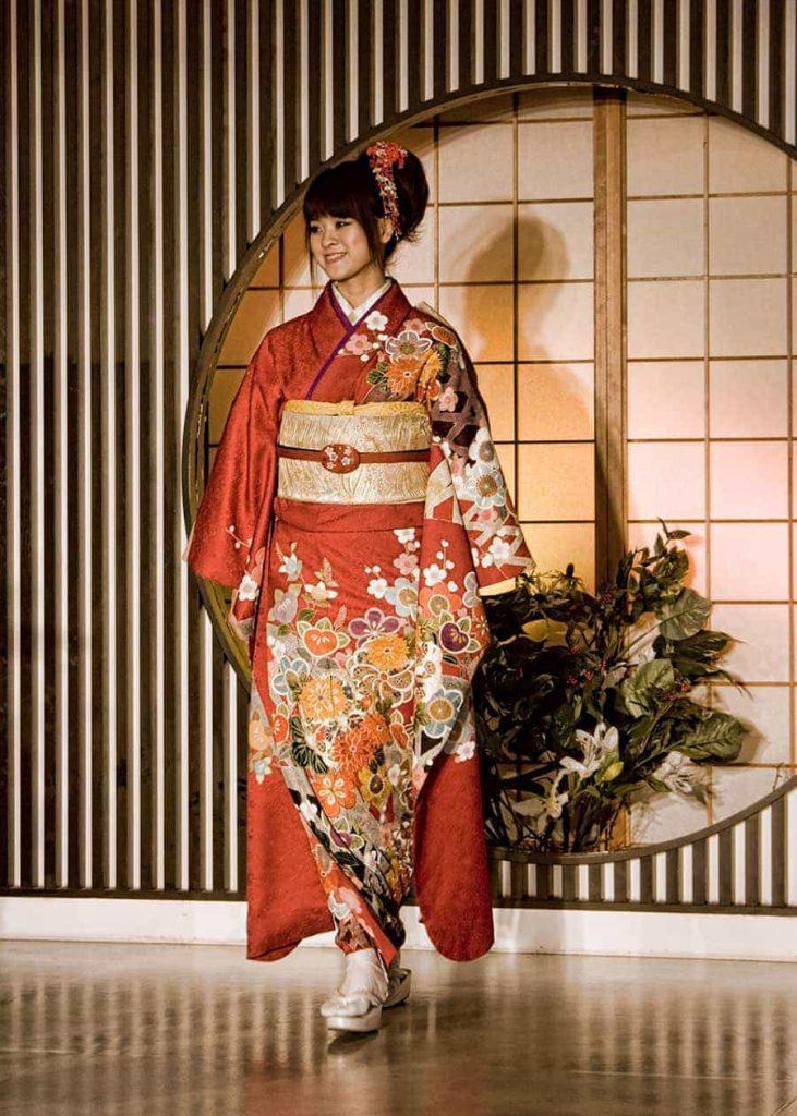 Kimono & Silk Weaving in Kyoto | 2AussieTravellers.com
