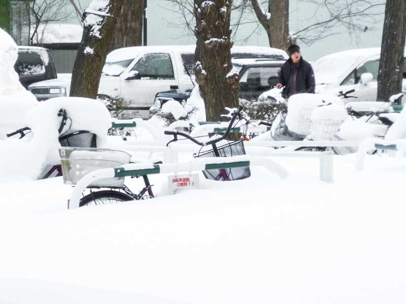 bike in snow sapporo