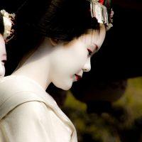 Maiko at Setsubun in Yasaka Shrine