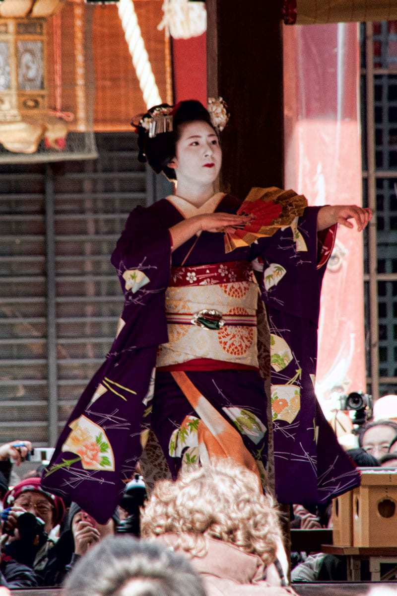 Maiko at Setsubun in Yasaka Shrine