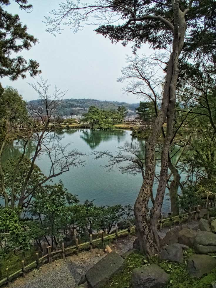 Take a look at some of Japans best gardens - Kenrokuen in Kanazawa