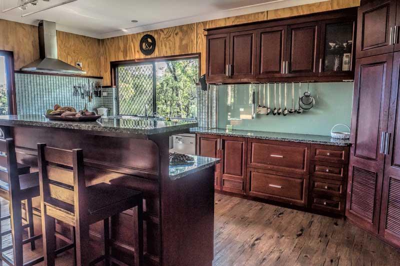 Tweeters Country Getaway Kitchen