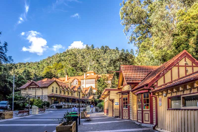 Jenolan Caves booking office, cafe and hotel