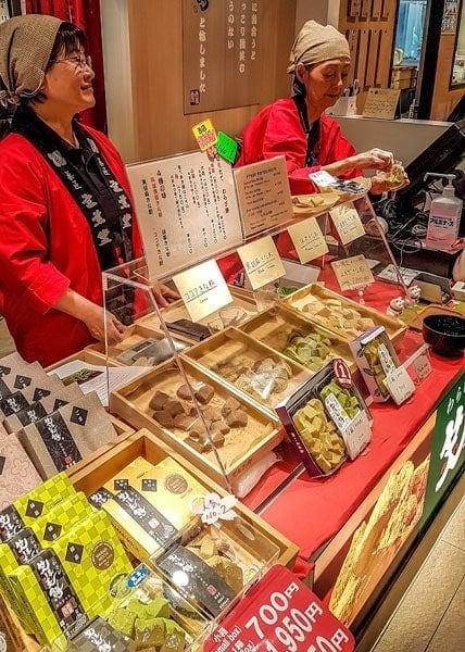 Warabi mochi in Asakusa antenna store