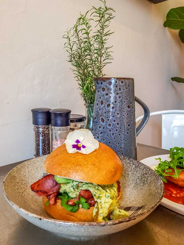 The Ulitmate brekky burger at the Cunning Culinarian