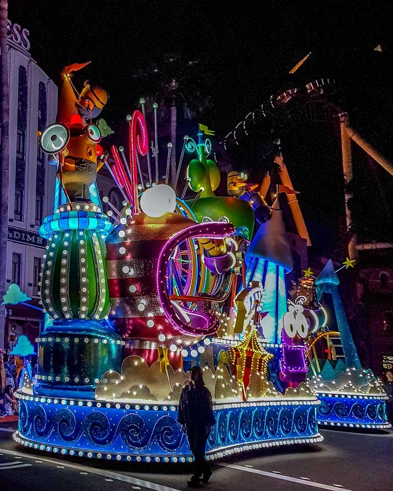 Universal Studios Japan night parade - Minions