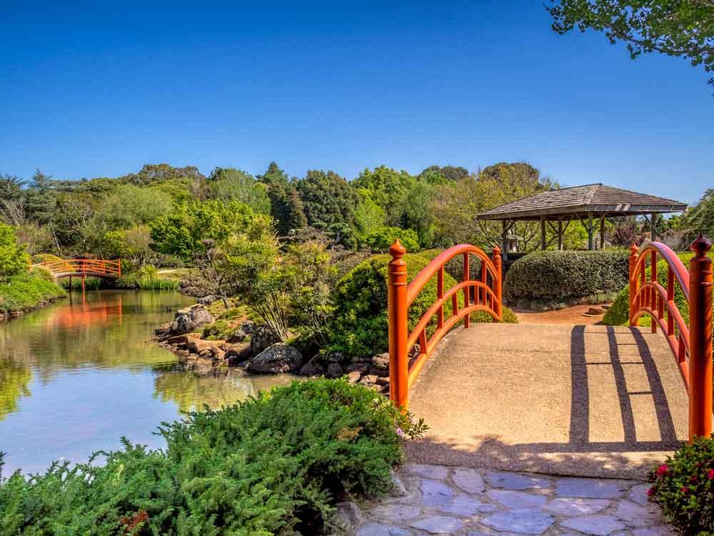 Vermillion bridge in Ju Raku-en Japanese garden
