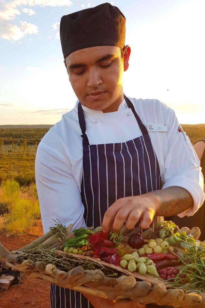 Obtenga más información sobre Bush Tucker en la cena Tali Wiru en Uluru