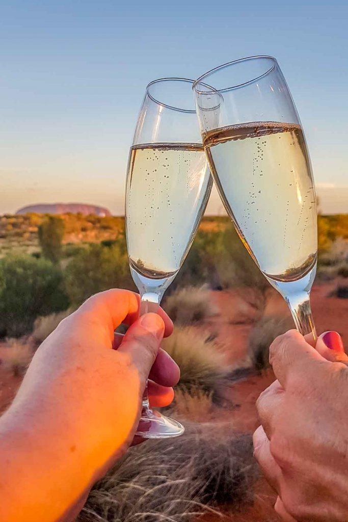 Burbujas al atardecer con vistas a Uluru